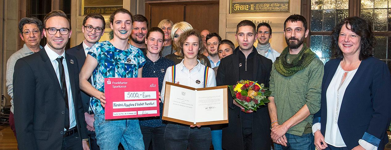 Bündnis Akzeptanz und Vielfalt Frankfurt erhält Integrationspreis